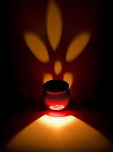 Duftlampen mit Lavendelöl können hervorrangend für eine Aromatherapie angewendet werden.